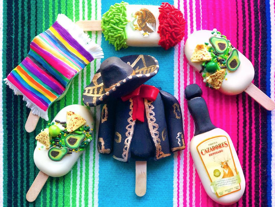 Cinco De Mayo Cakesicles by @joscakes_ | www.findyourcakeinspiration.com