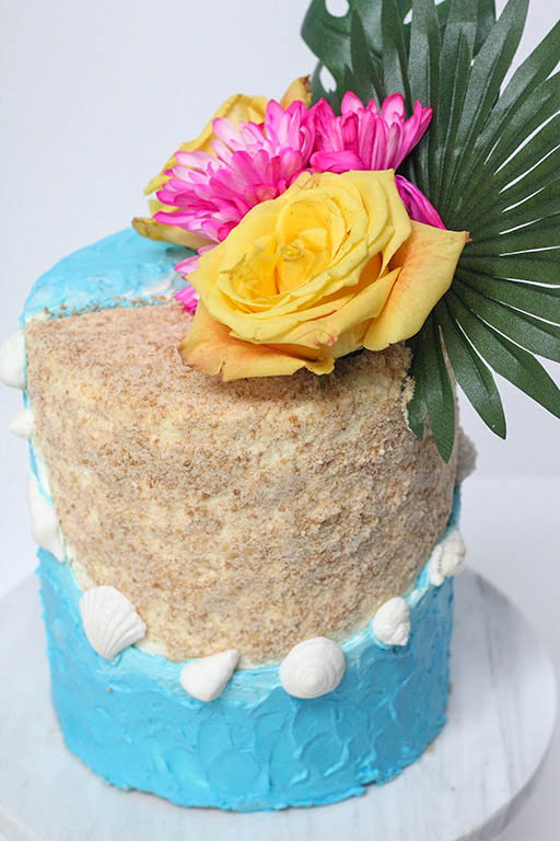 Alternative View of the Beach & Sand | www.findyourcakeinspiration.com