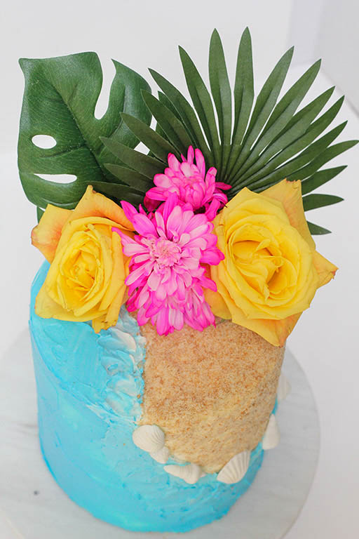 Tropical Flowers | www.findyourcakeinspiration.com