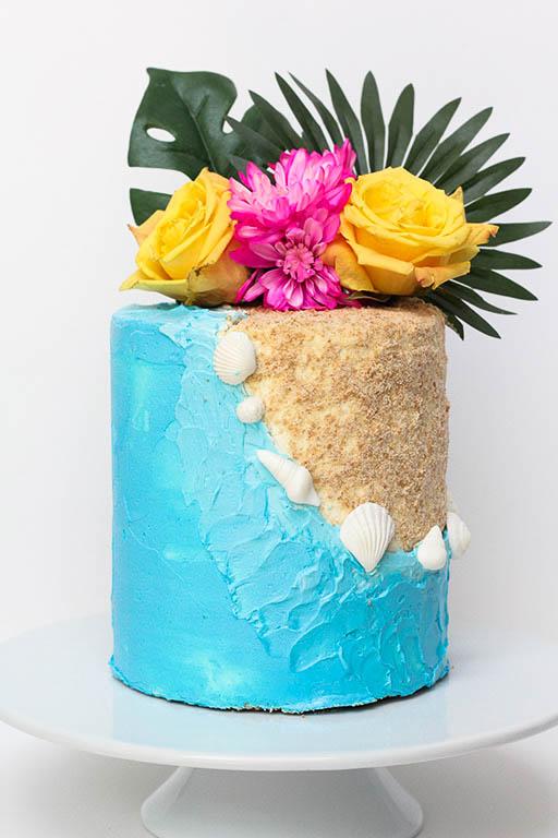 Beach & Sand Cake | www.findyourcakeinspiration.com