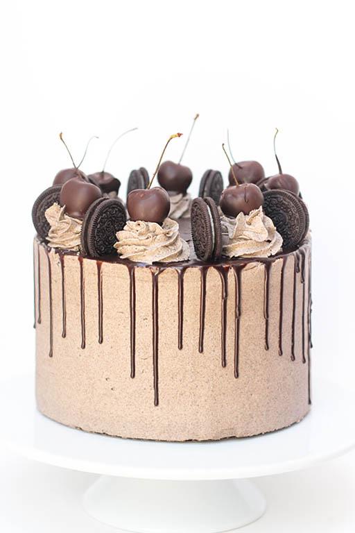 Oreos Birthday Cake | www.findyourcakeinspiration.com