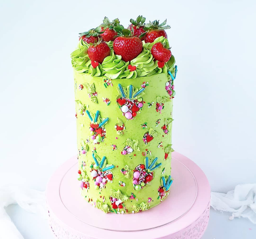 Summer Strawberry Cake | www.findyourcakeinspiration.com