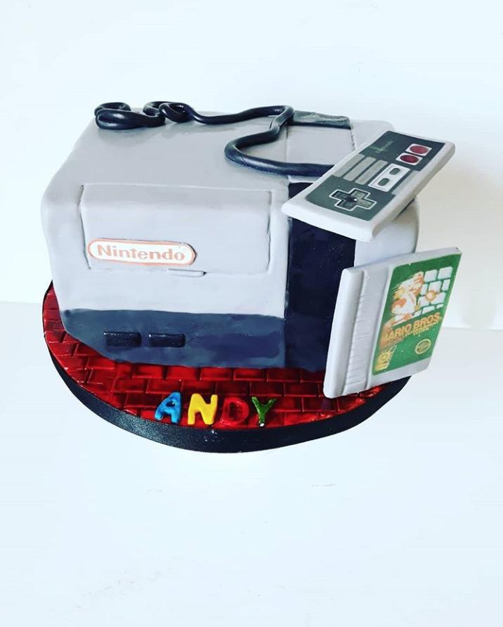 Nintendo Birthday Cake by @joscakes_ | www.findyourcakeinspiration.com