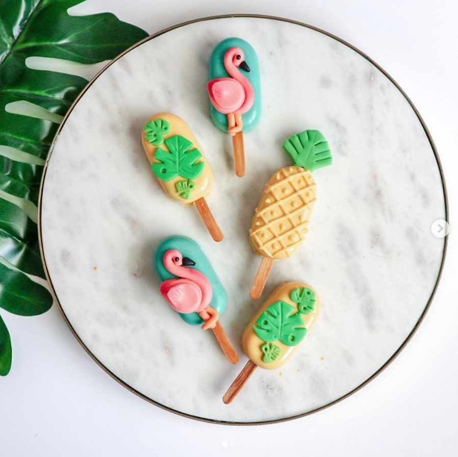 Tropical Cakesicles | www.findyourcakeinspiration.com