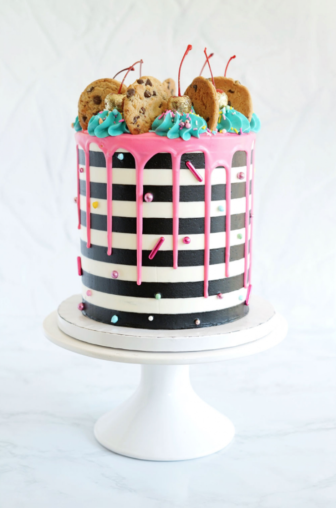 Cookies & Stripes Cake | www.findyourcakeinspiration.com