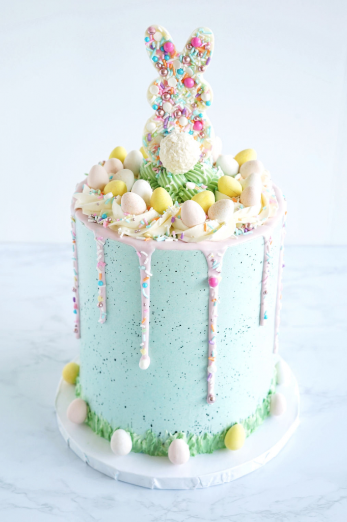 Easter Bunny Cake | www.findyourcakeinspiration.com
