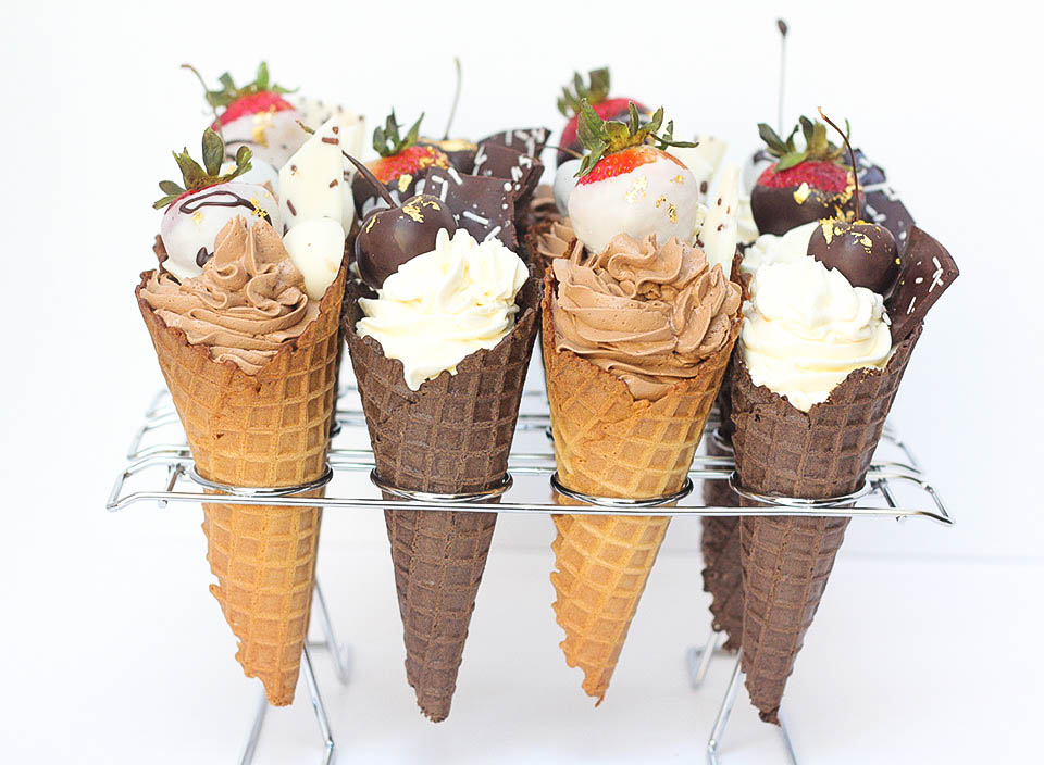White & Chocolate Cake Cones | www.findyourcakeinspiration.com