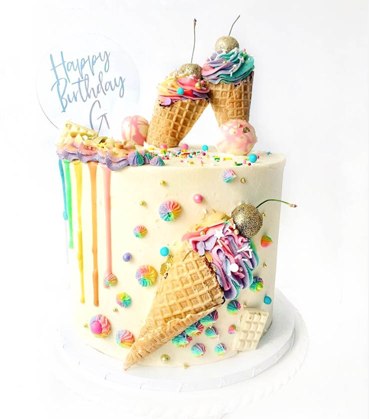 Fun Ice Cream Birthday Cake by @sugarsprinklesbespokecakes | www.findyourcakeinspiration.com