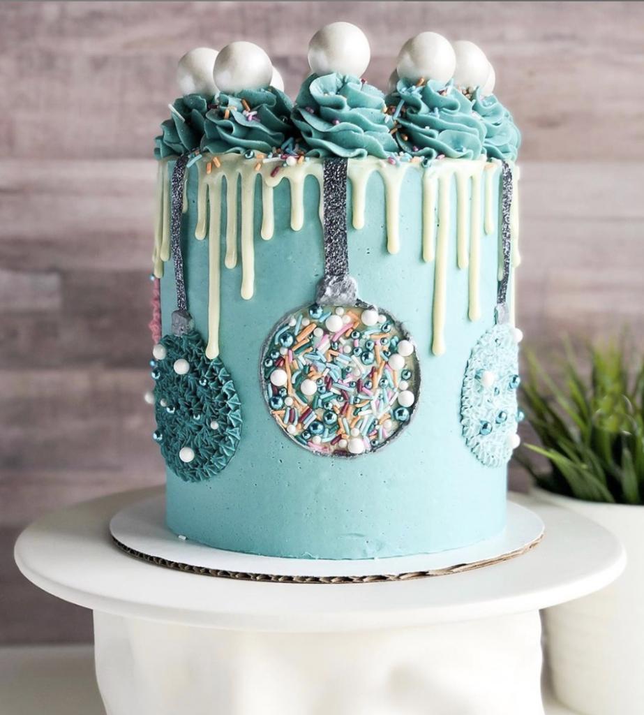 Beautiful Ornament Cake
