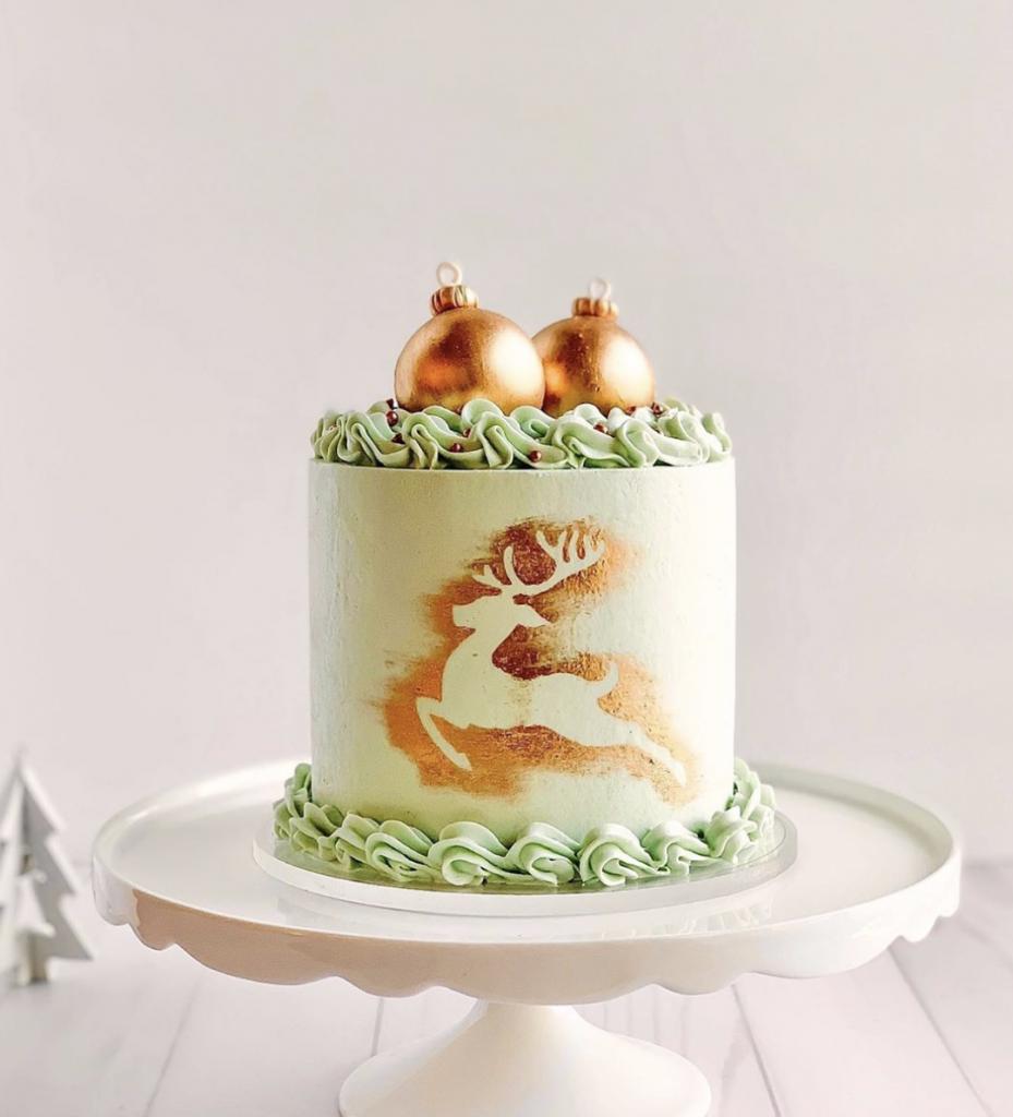 Gold Reindeer Cake