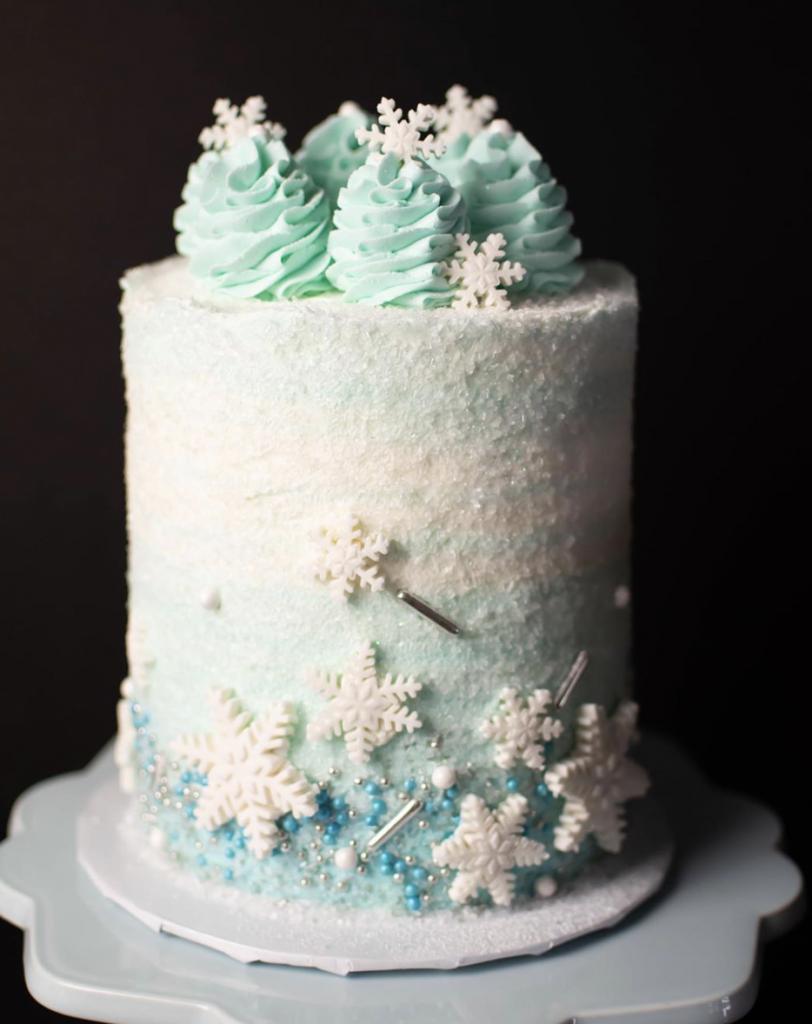 Gorgeous Snowflake Cake