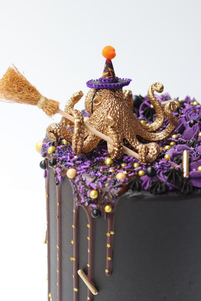 Gold Spider Halloween Cake