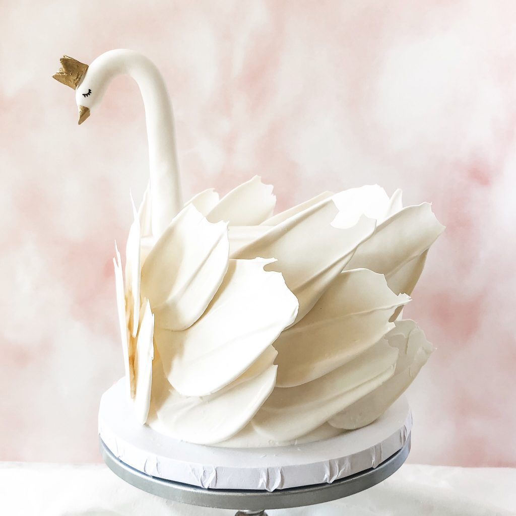 Lovely White Swan Cake